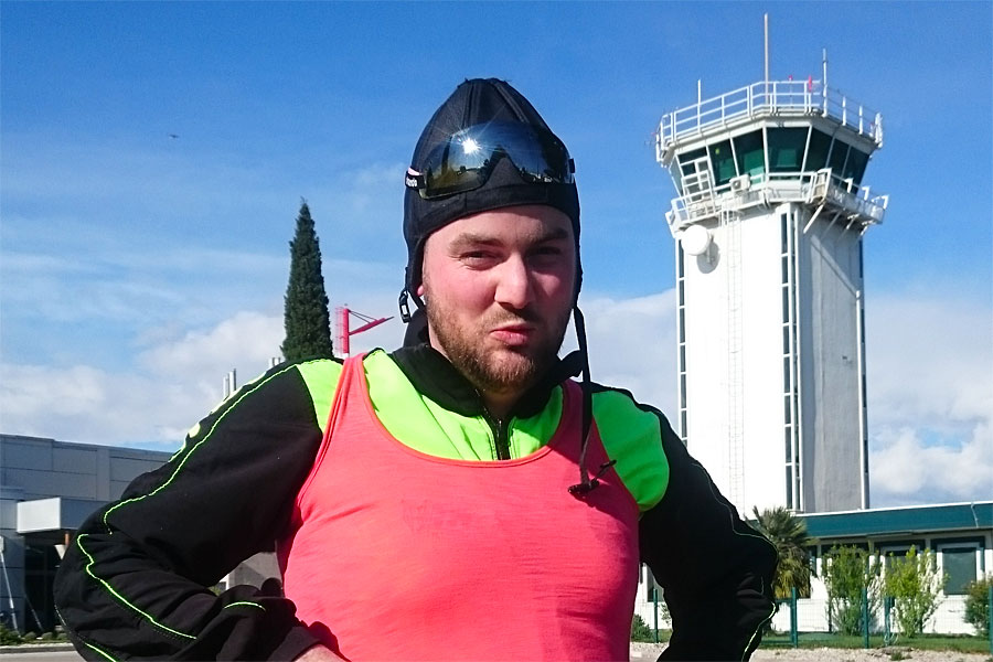 what to wear on tandem skydive